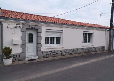 Façade maison avant réalisation enduit imitation pierres