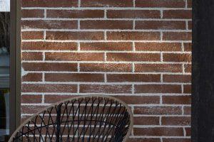 Enduit décoratif extérieur en pierres de brique