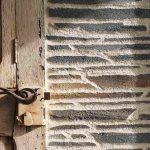 Enduit décoratif extérieur en pierres de schiste